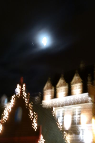 Lumieres-floues-sur-la-grand-place.JPG