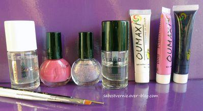 Nail-art-lys-rose-one-stroke-materiel-utilise.jpg