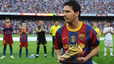 Messi-le-presento-su-Bota-de-Oro-a-.jpg