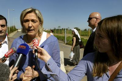 Marine Le Pen camp rom