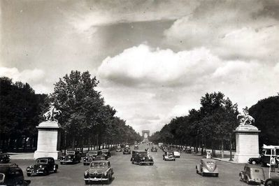 1955-Champs-Elysees.jpg