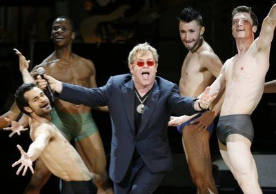 Video: Elton John sings Madonna's ''Material Girl/Like A Virgin''