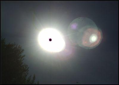 4 soleil planete rouge vaisseau penche petit
