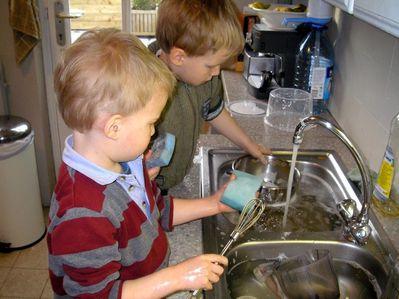 enfants vaisselle1