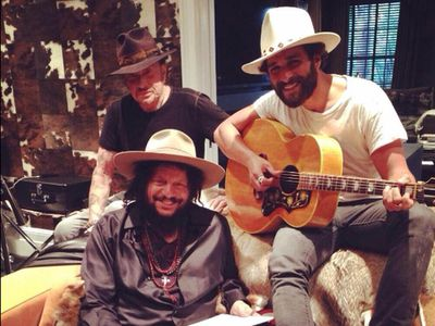 Johnny-Hallyday-en-studio-avec-Yodelice-et-Don-Was-en-juin-.jpg