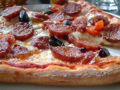 PIizza-tr-de-chorizo.jpg