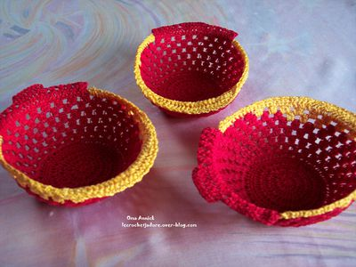 coupelles-deco-table-rouge-or-crochet