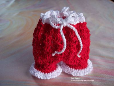 pantalon-Pere-Noel-pochon-decoration-crochet