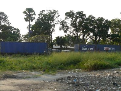 Brazzaville-port-beach-train