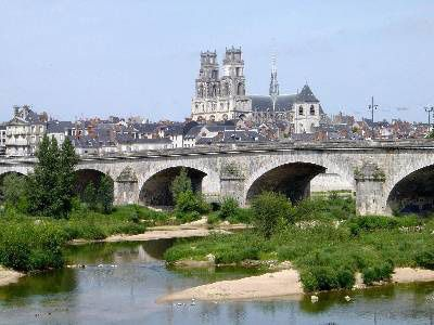 http://img.over-blog.com/400x300/3/16/44/55/mes-images-5/orleans-loire-pont-georges-v-cathedrale-beffroi.1219914565.jpg
