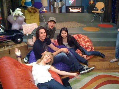 icarly ifind lewberts lost love transcript Icarly s01e02 - s01e02 episode script and so you can hate lewbert's guts just as much as us we asked our technical producer, freddie say yo to the people, freddie yo, to the we love your guys' web show we gonna find out since all of us pretty much lost the contest, none of us have to touch lewbert's wart.