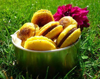 Macarons Chocolat au lait & Fruit de la Passion