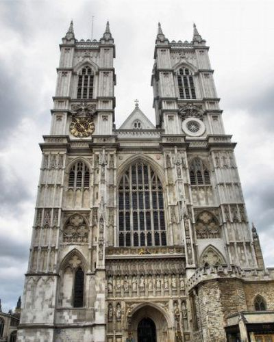 7558207-the-westminster-abbey-church-in-london-uk--high-dyn.jpg