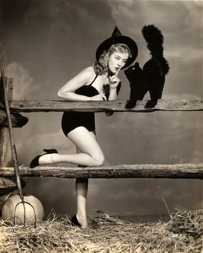 witch Joyce Holden 1000 122 364lo 122 364lo