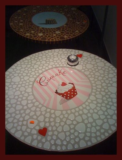 table-mosaique-blanche-rouge-cupcake