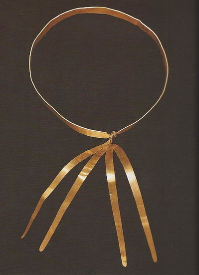 age-du-bronze-collier-or.jpg