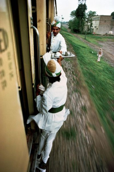 Trains-Steve-McCurry1-640x958-copie-1.jpg