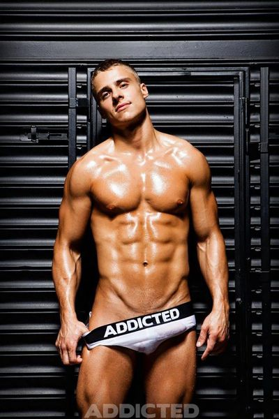den-wok-addicted-underwear-01.jpg