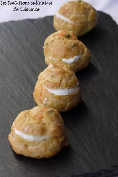 gougeres-curry-saumon-petits-pois.jpg