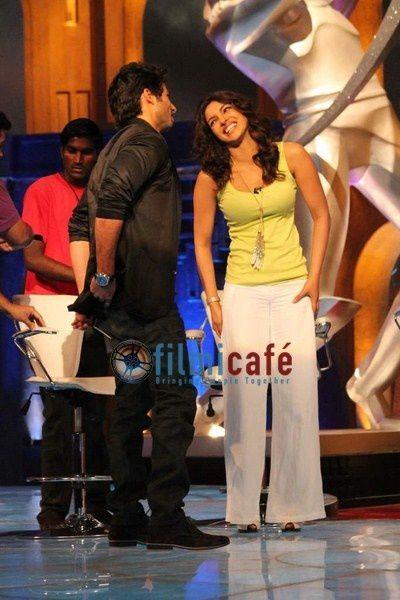 Shahid-Kapoor-and-Priyanka-Chopra-on-the-sets-of-I-copie-2.jpg