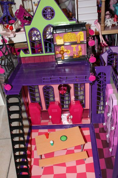 Mes accessoires monster high collection alyssa - Comment faire un lit pour monster high ...
