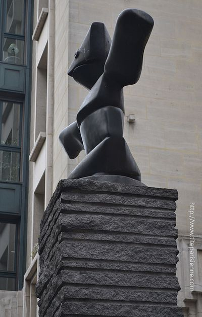Article statue Beaubourg 2
