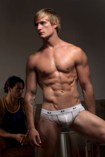 American-Jock-GoSotfear-Burbujas-De-Deseo-02-529x790.jpg