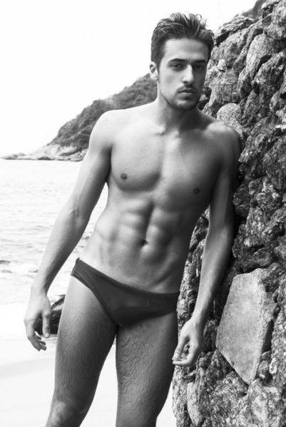 Guilherme-Caio-Hot-Brazilian-Model-Burbujas-De-Deseo-04-529.jpg