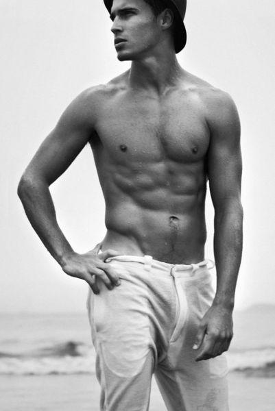 Lucas-Medeiros-Hot-Prince-Of-The-Sea-Burbujas-De-Deseo-01-5.jpg