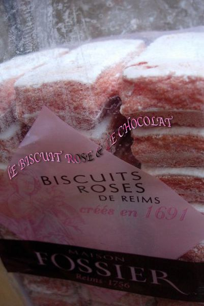 Biscuit-rose-et-chocolat.jpg