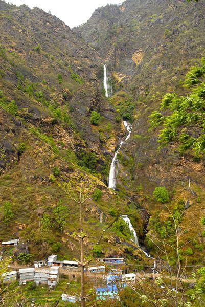 village syange 1100m cascade 110m