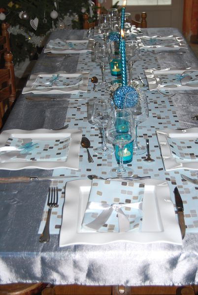 Table turquoise gris le blog de passionneededeco for Turquoise et gris