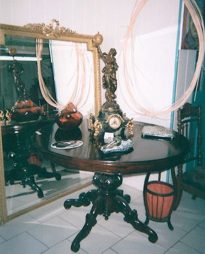 Gueridon, Pendule, Miroir 19ième S