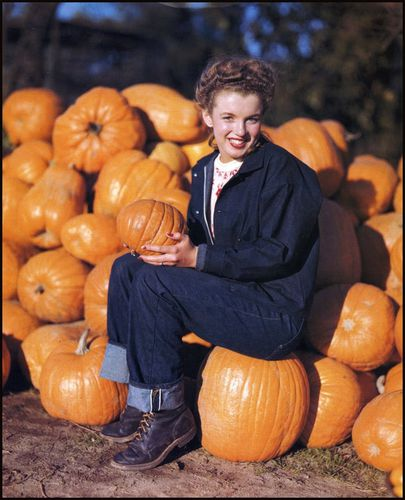 marilyn_05_pumpkins.jpg