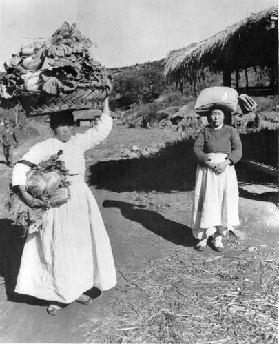 Women-Carrying-Items-on-their-Head-1951.jpg