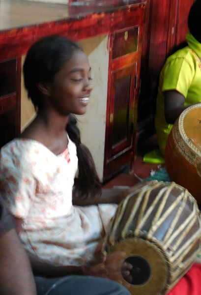 16 - Orph. filles - Joueuse de Mridangam