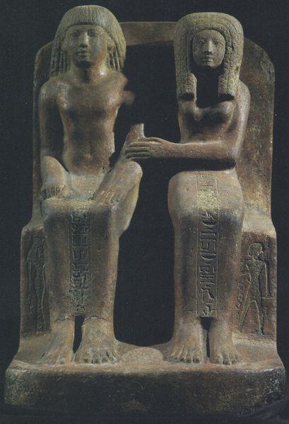 Amenhotep-et-sa-Femme-Uadju-.-remarquez-en-bas-du-siege--.jpg