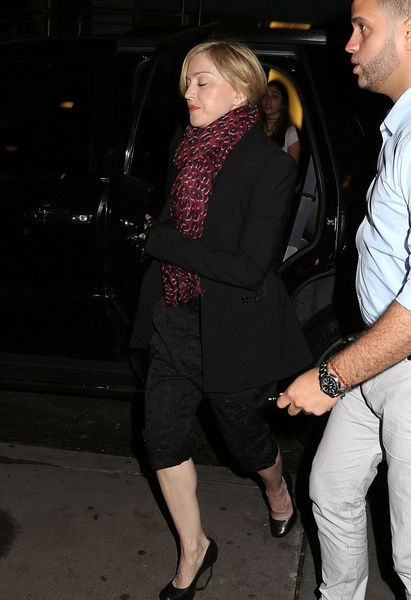 20140531-pictures-madonna-out-and-about-new-york-03.jpg