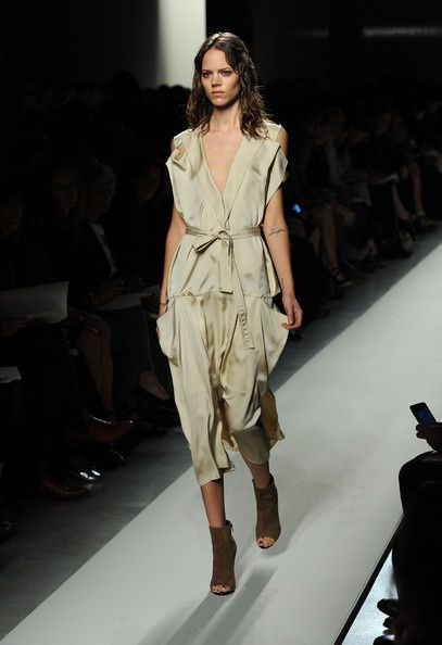 Bottega-Veneta-Milan-Fashion-Week-Womenswear-kHGqDFZ3j_Zl.jpg