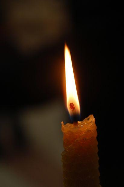 des bougies qui r chauffent les coeurs autour de. Black Bedroom Furniture Sets. Home Design Ideas
