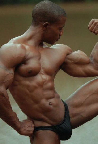 SUPERBE-BLACK-FINEMENT-MUSCLE-EN-SLIP.jpg
