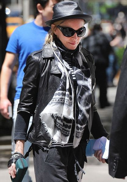 20120513-pictures-madonna-kabbalah-centre-new-york-02.jpg