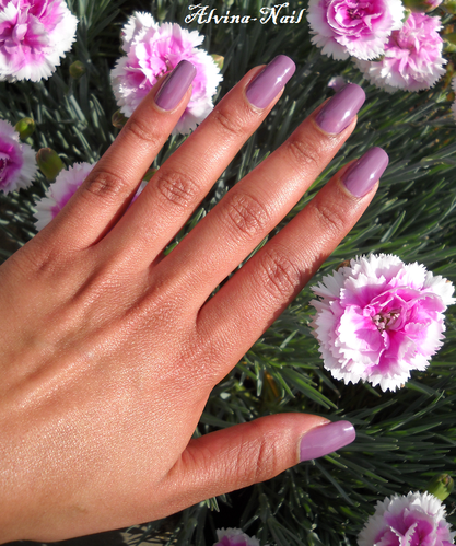 yves-rocher-mauve-poudre-23--Alvina-Nail.png
