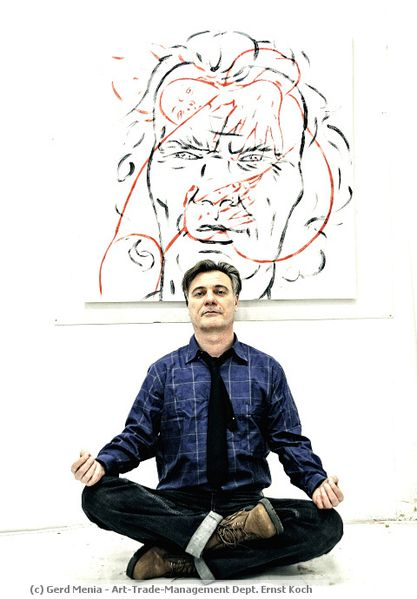 Gerd Menia in Meditationspose
