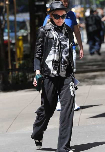20120513-pictures-madonna-kabbalah-centre-new-york-03.jpg
