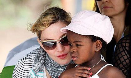 Madonna goes to Malawi court in row with employees