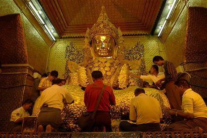La-Paya-Mahamuni-Mandalay--4---Small-.JPG