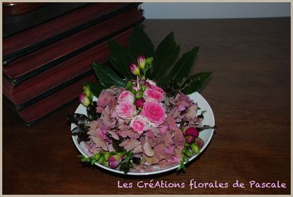 Une composition florale facile r aliser soi m me r cr ation florale blog d 39 art floral - Comment faire composition florale avec mousse ...