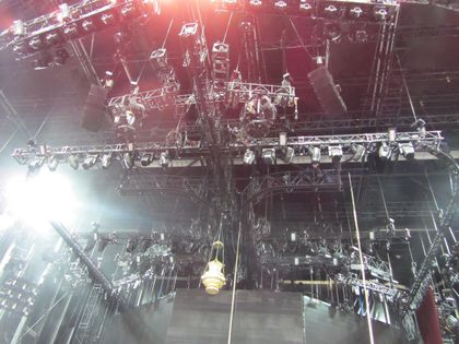 Madonna - MDNA Tour: A closer look at the opening ''Light''