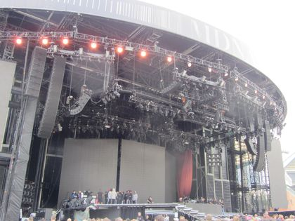 Madonna - MDNA Tour: A different view of the stage